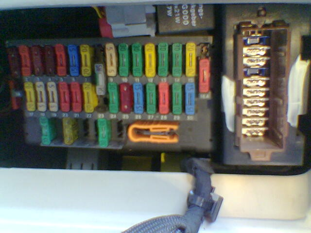 Fuse Box Location Peugeot 406 : Permanent and ignition live switched oc